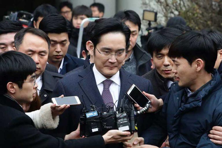 مدیر عامل سامسونگ به دلیل فساد مالی به ده سال زندان محکوم شد.