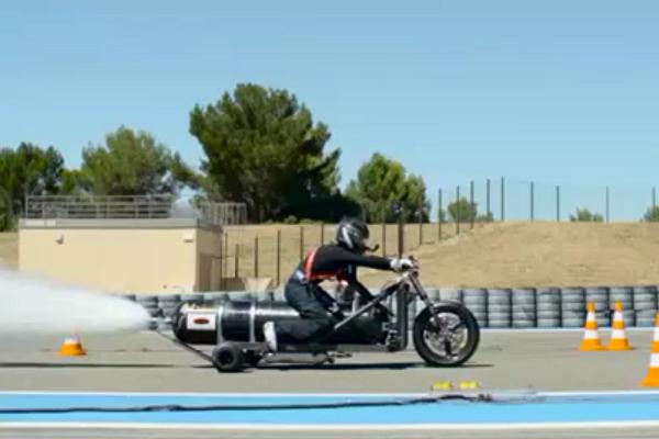 تماشا کنید:موتورسیکلتی که با آب و هوا به سرعت باورنکردنی میرسد + ویدیو