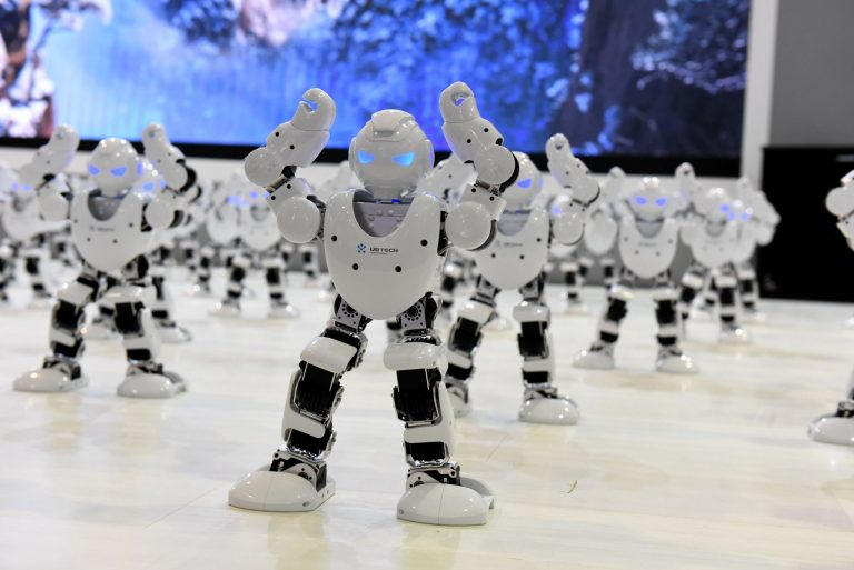 این ربات  به زودی جایگزین گوشی های هوشمند میشود !