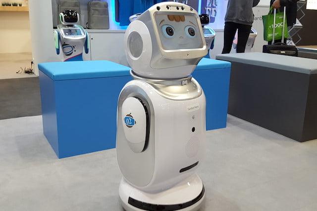 ربات کمکی Sanbot Nano با 82 سانتیمتر قد، مراقب خانه شما خواهد بود!