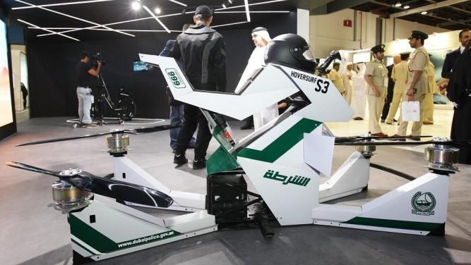 پلیس دبی از موتور پرنده در نمایشگاه GITEX رو نمایی کرد .