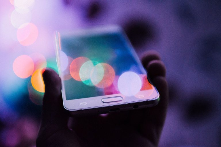 چگونه گوشی خودرا با نور شارژ کنیم؟